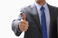 L'APPROVAZIONE maschio di rappresentazione della mano o conferma il segno con il pollice su Immagine Stock Libera da Diritti