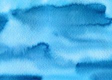 L'aquarelle bleue abstraite éclabousse, des baisses, fond de calomnies de brosse Texture peinte à la main pour des couvertures, e illustration stock