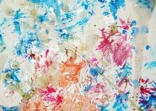 L'aquarelle colorée de peinture tient le premier rôle le fond cireux blanc Photographie stock