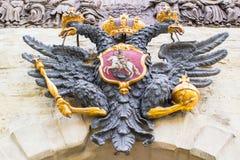 L'aquila dalla testa doppio sul Peter& x27; portone di s Peter-Pavel& x27; fortezza di s St Petersburg La Russia fotografia stock