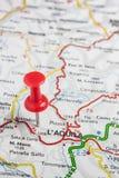 L& x27; Aquila fixou em um mapa de Itália Imagem de Stock