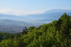 L `-aquila landskap och skog abruzzo Italien Arkivfoton
