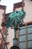 L'aquila sulla porta della chiesa di Walluf nel simbolo della Germania per l'evangelista Johannes Immagini Stock