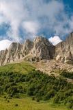 L'ar?te de la montagne est grand Thach avec des cumulus photographie stock libre de droits