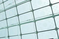 L'araignée maintient monter le verre sur le toit de l'aéroport de Dubaï Images stock
