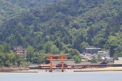 L'arancia famosa che fa galleggiare portone shintoista Immagine Stock