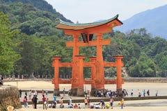 L'arancia famosa che fa galleggiare portone shintoista Immagini Stock