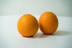 L'arancia organica su fondo bianco Fotografia Stock