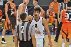 L'arbitre de Stojanovski Voydan affiche un doigt vers le haut Photos stock