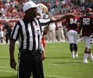 L'arbitro fa una chiamata Fotografie Stock