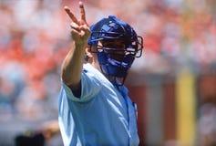 L'arbitro fa una chiamata al gioco di baseball fotografia stock