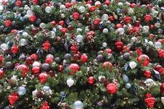 L'arbre de Noël avec des ornements Images stock
