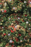 L'arbre de Noël avec des ornements Photographie stock libre de droits