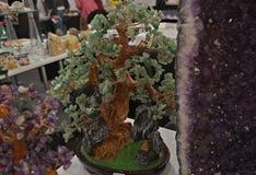 L'arbre fait de pierres semi précieuses, se ferment  Photo stock