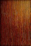 L'arbre foncé de limba, donnent au vieux bois une consistance rugueuse Image stock