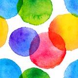 L'arc-en-ciel lumineux colore les cercles peints par aquarelle Images libres de droits