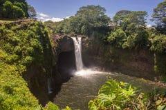 L'arc-en-ciel tombe Hilo, Hawaï Photo stock
