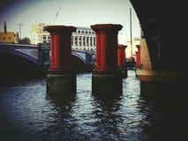L'architecture de colonnes objecte la construction de Londres de centre de la ville Photos libres de droits