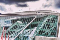 L'architecture futuriste de Bord Gais Theare en Dublin Docklands Image stock