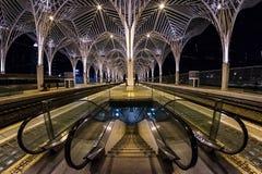 L'architecture moderne de la station portugaise Oriente dans la ville de Lisbonne Structures faites en verre et escroquerie photos libres de droits