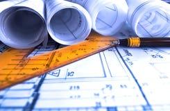 L'architecture roule l'architecte de projet de plans architecturaux Images stock