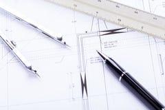 L'architetto blueprints il posto di lavoro degli oggetti dell'attrezzatura Immagini Stock Libere da Diritti
