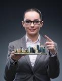 L'architetto della donna nel concetto di progettazione urbana della città immagine stock libera da diritti