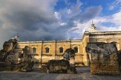 L'architettura coloniale di Santo Domingo Catholic Church Monastery Spanish rovina la vecchia citt? Antigua Guatemala fotografia stock
