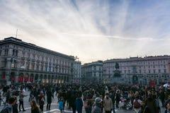 L'architettura 2016 del tramonto dell'inverno di Piazza del Duomo Crowd ha ammucchiato T Fotografie Stock