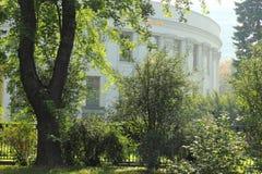 L'architettura dell'edificio per uffici Immagini Stock Libere da Diritti