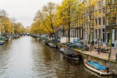 L'architettura di olandese alloggia la facciata e le case galleggianti a Amsterdam Fotografia Stock Libera da Diritti
