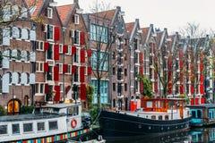 L'architettura di olandese alloggia la facciata e le case galleggianti a Amsterdam Fotografia Stock