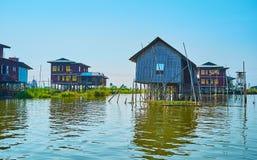 L'architettura interessante del villaggio del trampolo, lago Inle, Myanma Immagini Stock