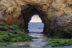 L'arco alla spiaggia di Pescadero, San Mateo County, California, U.S.A. Fotografie Stock
