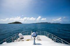 L'arco della nave al mare Fotografia Stock