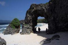 L'arco di pietra naturale ha scolpito da vento e dall'acqua Fotografie Stock Libere da Diritti