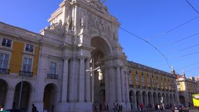 L'arco famoso a Lisbona ha chiamato 14 giugno 2017 Arca da Rua Augusta al quadrato di Comercio - LISBONA/PORTOGALLO - stock footage