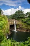 L'arcobaleno cade vicino a Hilo, grande isola Fotografia Stock Libera da Diritti