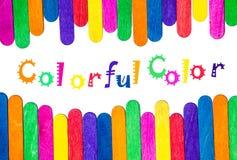 L'arcobaleno colora il primo piano di legno fotografie stock