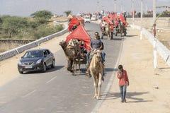 L'area di deserto del Thar è posto molto popolare in cui i cammelli sono usati come trasporto per il turista vicino a città santa immagine stock libera da diritti