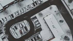 L'area di sonno e la vista della strada dalla copertura di panorama da neve video d archivio