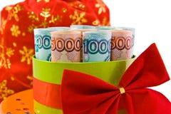 L'argent russe raccourci dans un cadre de cadeau Photos libres de droits