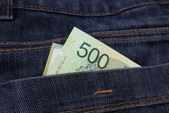 L'Argentina 500 pesi in tasche dei jeans Immagini Stock