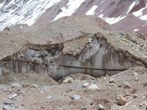 L'Argentina - picchi famosi - che fa un'escursione in Cantral le Ande - picchi intorno noi - moraine glaciale immagini stock libere da diritti