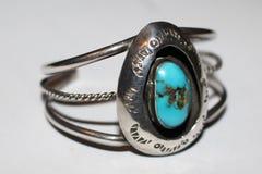L'argento fatto a mano ed il turchese cuff il braccialetto dell'origine del nativo americano Fotografie Stock Libere da Diritti