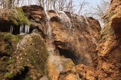 L'argento scorre la cascata in Crimea Fotografie Stock Libere da Diritti