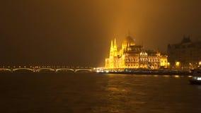 L'argine di Budapest alla notte video d archivio