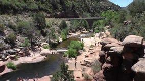 L'Arizona, vue globale large de roche de glissière, d'A de parc d'état de roche de glissière et les gens s'amusant clips vidéos