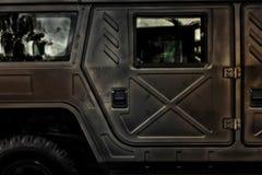 L'armée américaine Hummer outre de la voiture de route à la lumière de jour Photos stock