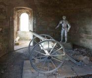 L'armatura ed il cannone del cavaliere Fotografia Stock Libera da Diritti